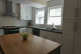 Photo 3: 9027 93 Street in Edmonton: Zone 18 House for sale : MLS®# E4248922