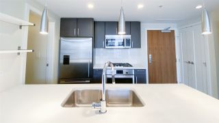 "Photo 6: 615 38 W 1ST Avenue in Vancouver: False Creek Condo for sale in ""The One"" (Vancouver West)  : MLS®# R2527576"
