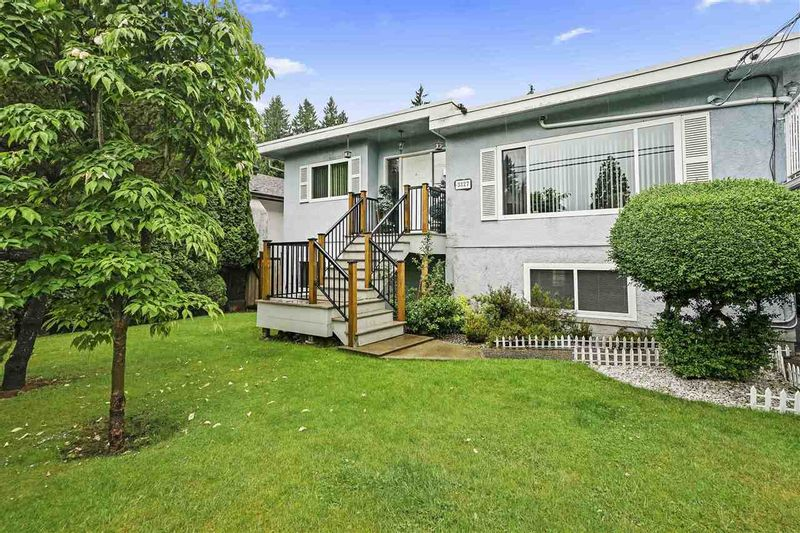 FEATURED LISTING: 3327 ALLAN Road North Vancouver