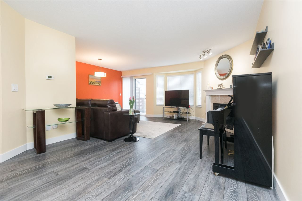 "Photo 13: Photos: 15 7875 122 Street in Surrey: West Newton Townhouse for sale in ""The Georgian"" : MLS®# R2446530"