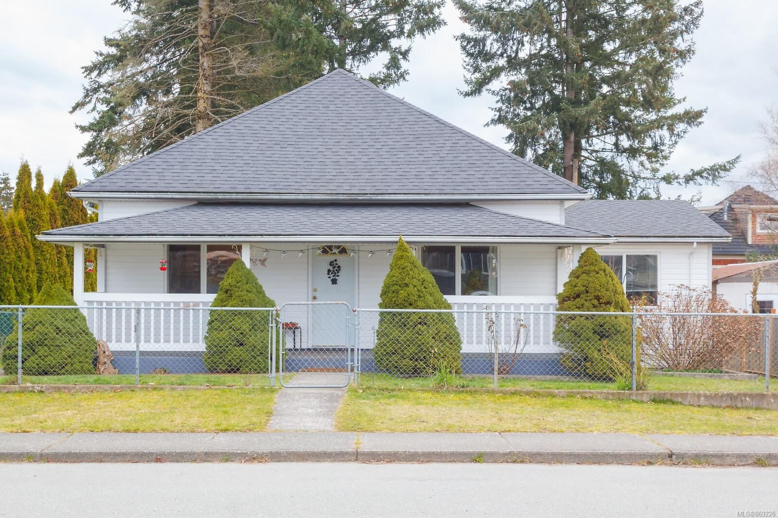 Main Photo: 225 Roberts St in : Du Ladysmith House for sale (Duncan)  : MLS®# 869226