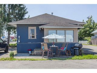 Photo 1: 34595 2ND Avenue in Abbotsford: Poplar House for sale : MLS®# R2174940