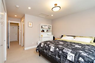 """Photo 13: 101 3333 DEWDNEY TRUNK Road in Port Moody: Port Moody Centre Townhouse for sale in """"CENTREPOINT"""" : MLS®# R2378597"""
