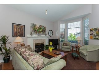 """Photo 2: 117 9012 WALNUT GROVE Drive in Langley: Walnut Grove Townhouse for sale in """"Queen Anne Green"""" : MLS®# R2184552"""