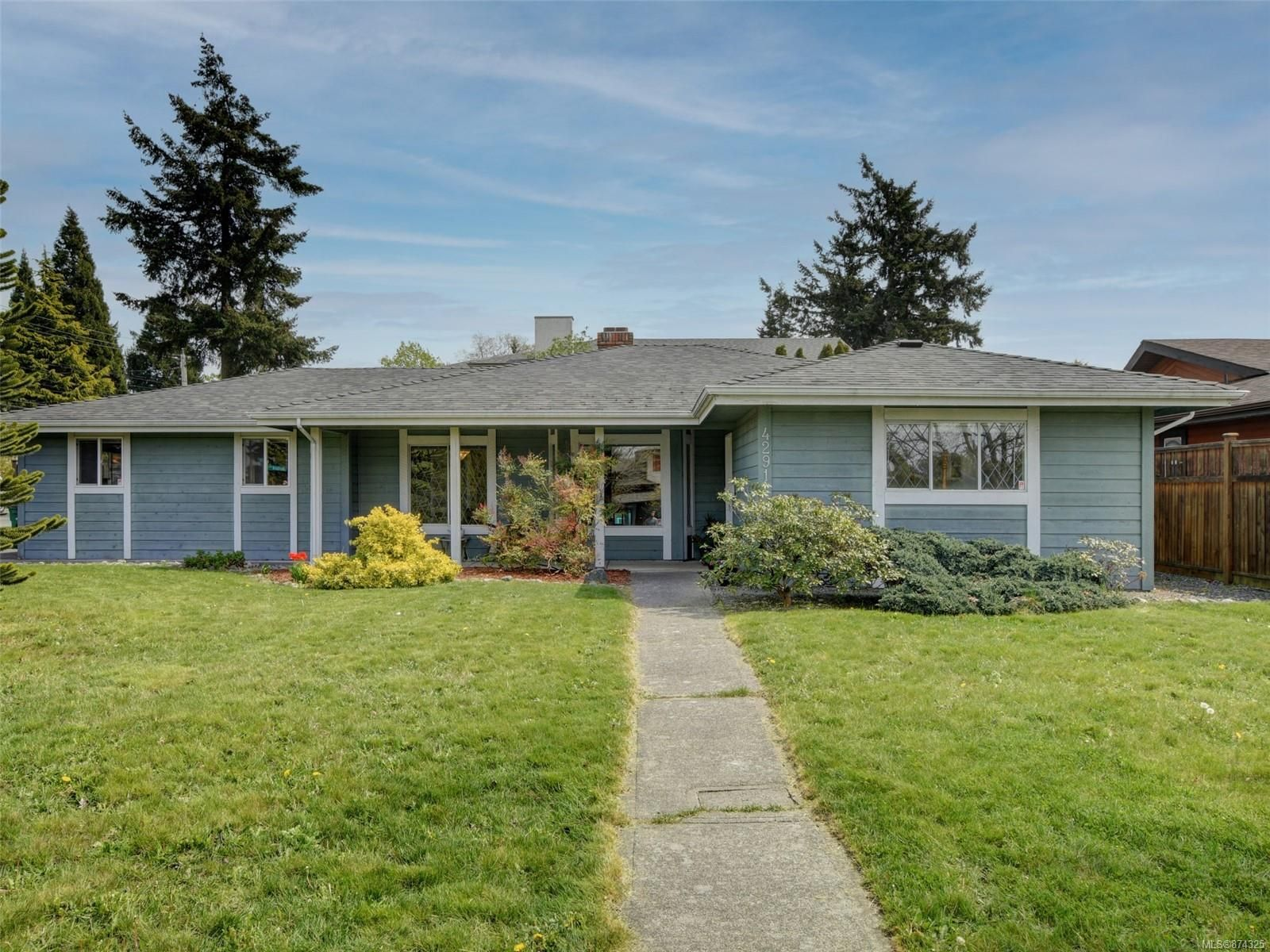 Main Photo: 4291 Burbank Cres in : SW Northridge House for sale (Saanich West)  : MLS®# 874325