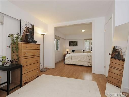 Photo 12: Photos: 2320 Hollyhill Pl in VICTORIA: SE Arbutus Half Duplex for sale (Saanich East)  : MLS®# 652006