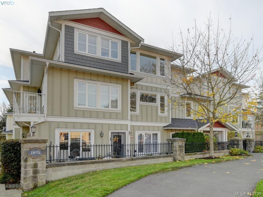 Main Photo: 106 1825 Kings Rd in VICTORIA: SE Camosun Row/Townhouse for sale (Saanich East)  : MLS®# 829546