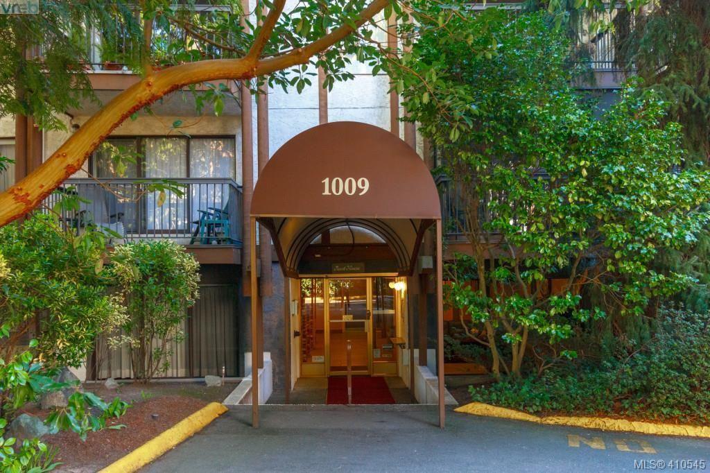 Main Photo: 303 1009 McKenzie Ave in VICTORIA: SE Quadra Condo for sale (Saanich East)  : MLS®# 813841
