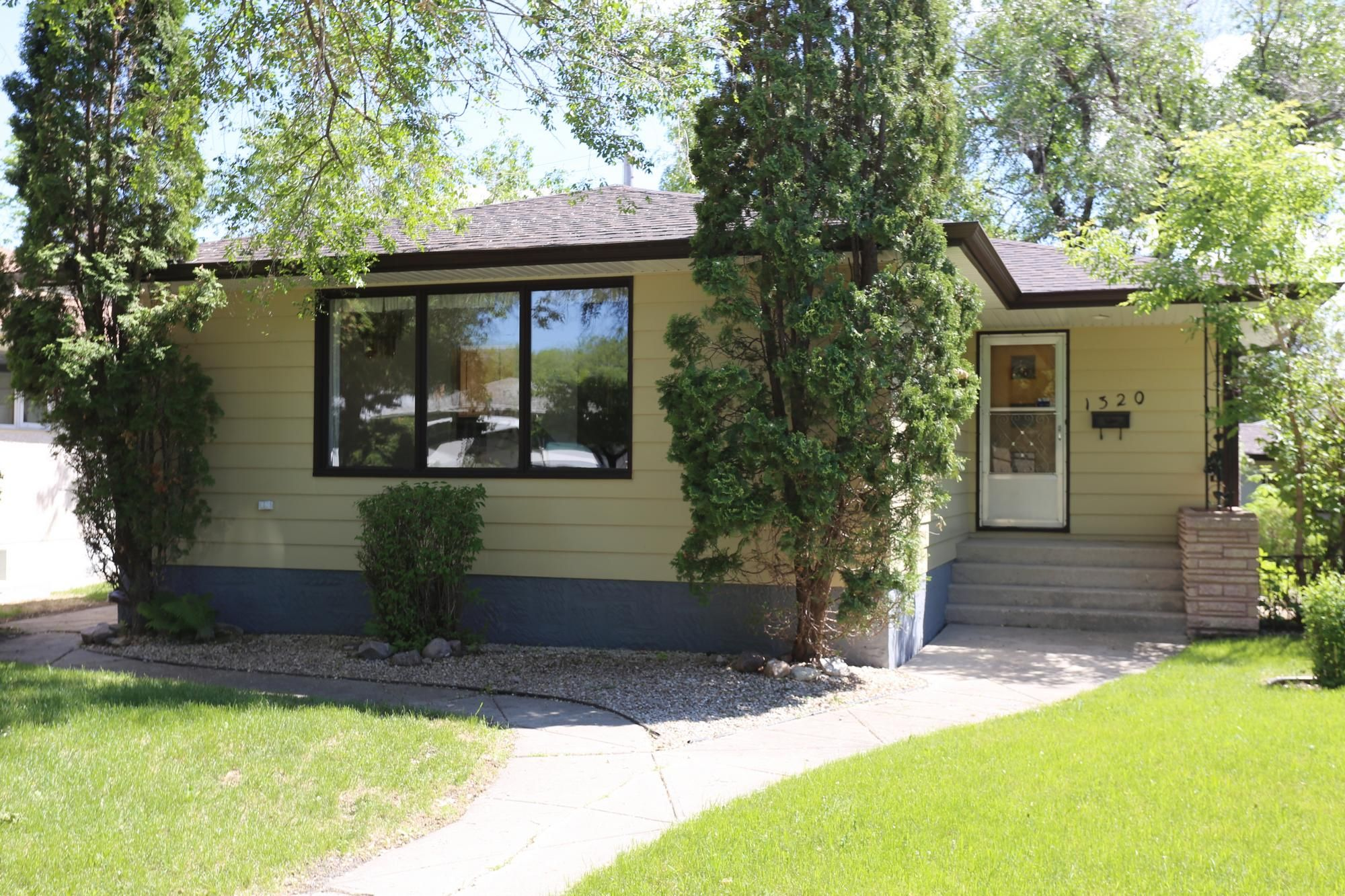 Photo 35: Photos: 1320 Valour Road in Winnipeg: West End Single Family Detached for sale (5C)  : MLS®# 1816744