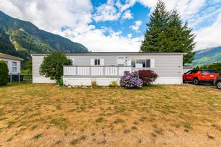 """Photo 1: 24 62790 FLOOD HOPE Road in Hope: Hope Center Manufactured Home for sale in """"SILVER RIDGE ESTATES"""" : MLS®# R2602914"""