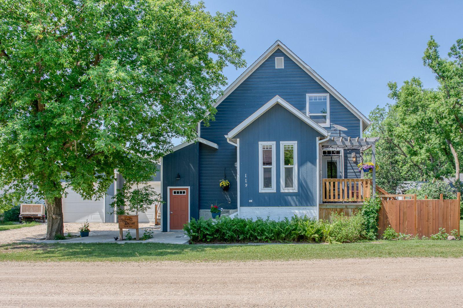 Main Photo: 119 3rd Street in Lavenham: House for sale : MLS®# 202116528
