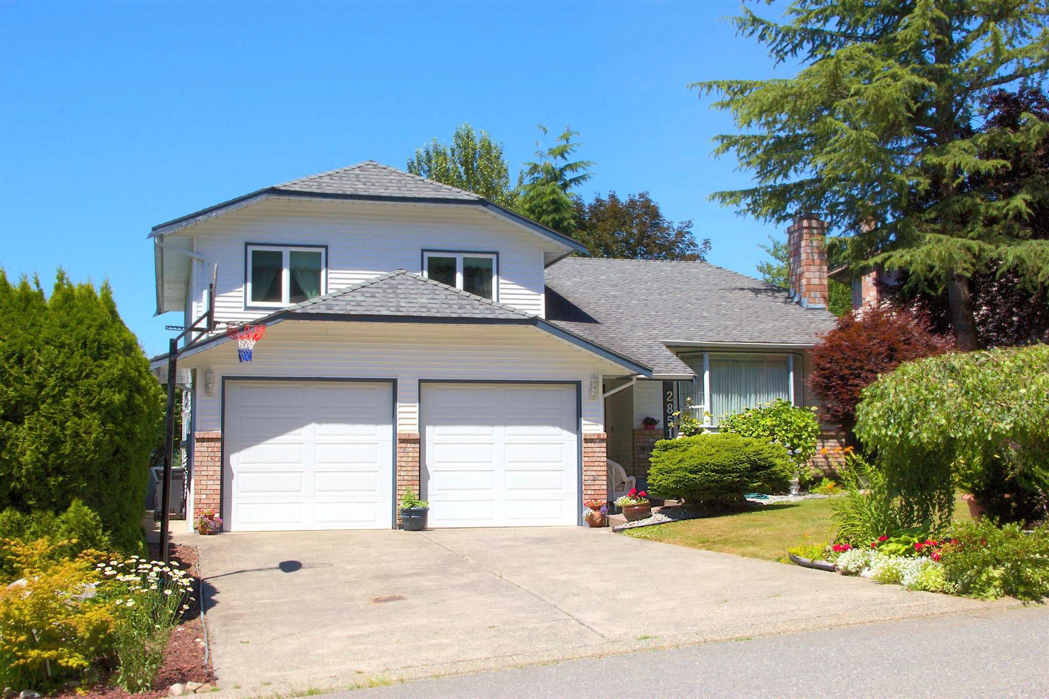 Main Photo: 2851 GLENSHIEL Drive in Abbotsford: Abbotsford East House for sale : MLS®# R2594690