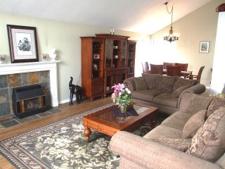 Photo 2: 2077 153 rd Street in South Surrey: Home for sale