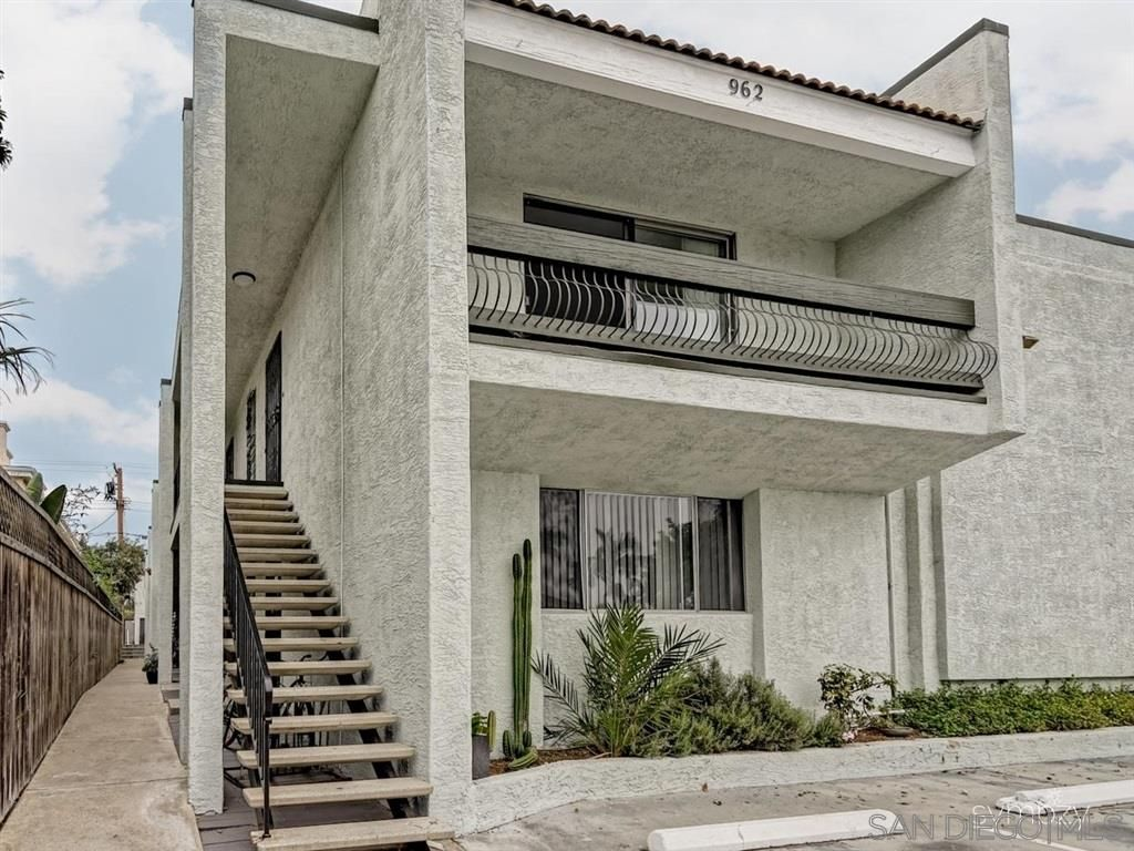Main Photo: PACIFIC BEACH Condo for rent : 2 bedrooms : 962 LORING STREET #1A