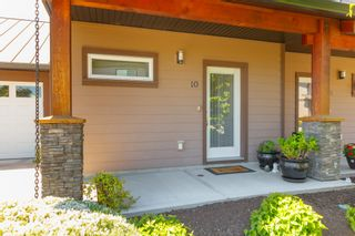 Photo 2: 10 1893 Prosser Rd in : CS Saanichton Row/Townhouse for sale (Central Saanich)  : MLS®# 789357