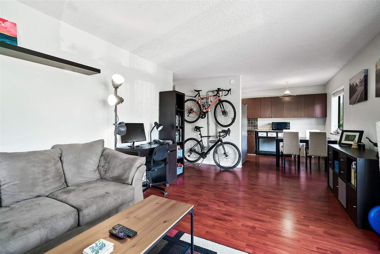 """Photo 3: Photos: 208 334 E 5TH Avenue in Vancouver: Mount Pleasant VE Condo for sale in """"View Pointe"""" (Vancouver East)  : MLS®# R2507908"""