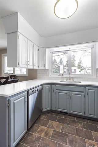 Photo 10: 15 Newton Crescent in Regina: Parliament Place Residential for sale : MLS®# SK874072
