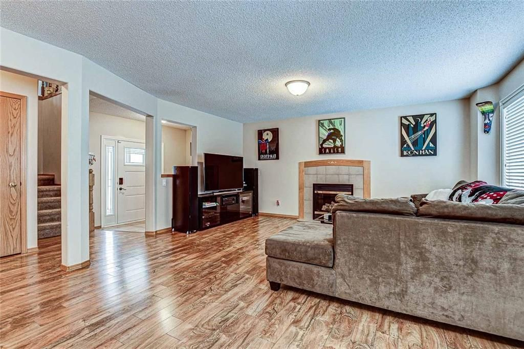 Photo 5: Photos: 25 THORNLEIGH Way SE: Airdrie Detached for sale : MLS®# C4282676