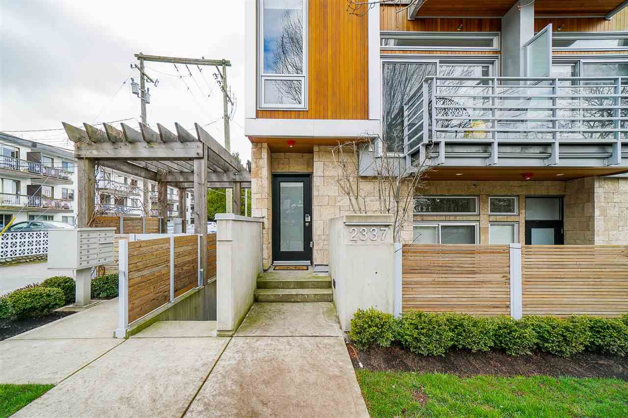 """Main Photo: 2337 BRUNSWICK Street in Vancouver: Mount Pleasant VE Townhouse for sale in """"9 ON THE PARK"""" (Vancouver East)  : MLS®# R2448860"""
