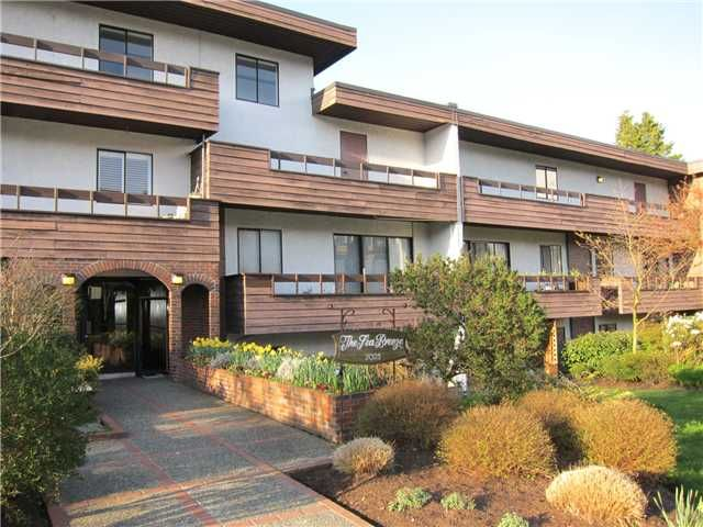 """Main Photo: 308 2025 W 2ND Avenue in Vancouver: Kitsilano Condo for sale in """"SEABREEZE"""" (Vancouver West)  : MLS®# V881993"""