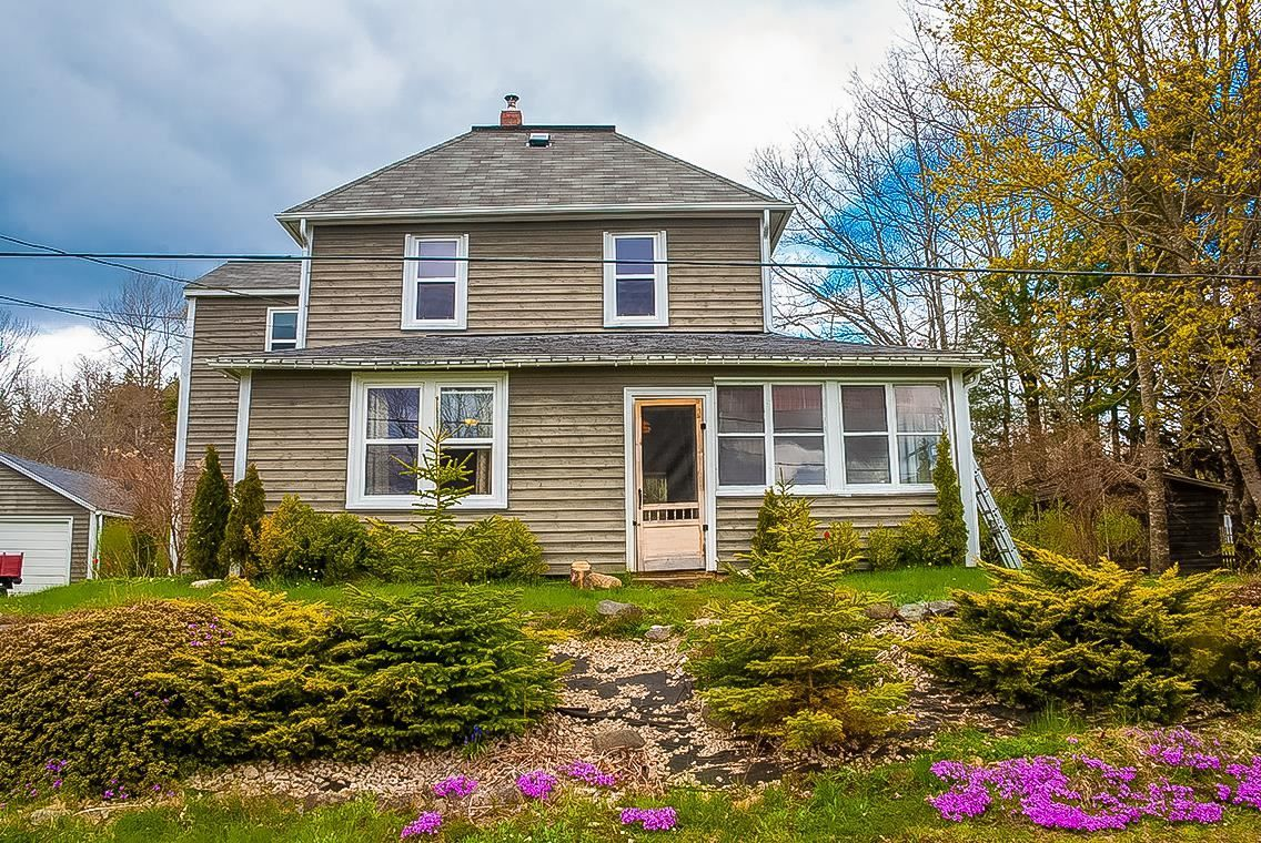 Main Photo: 29 BEACH Road in Broad Cove: 405-Lunenburg County Residential for sale (South Shore)  : MLS®# 202111696
