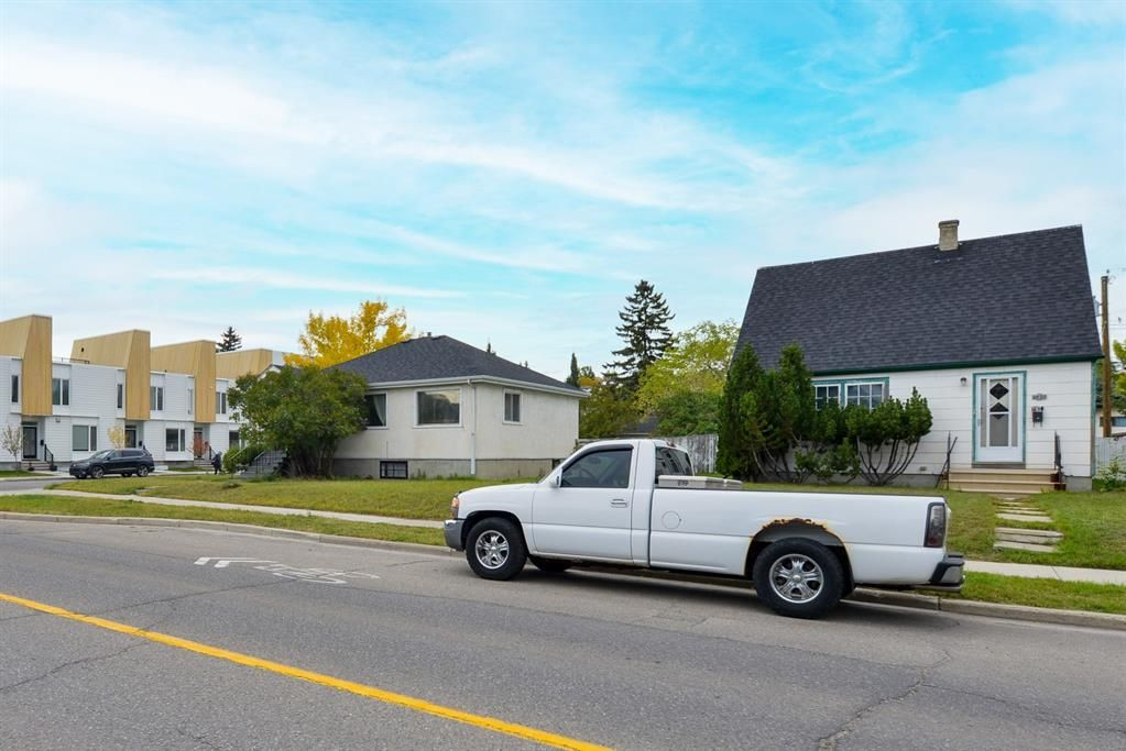 Main Photo: 2040 5 Avenue NW in Calgary: West Hillhurst Detached for sale : MLS®# A1150824