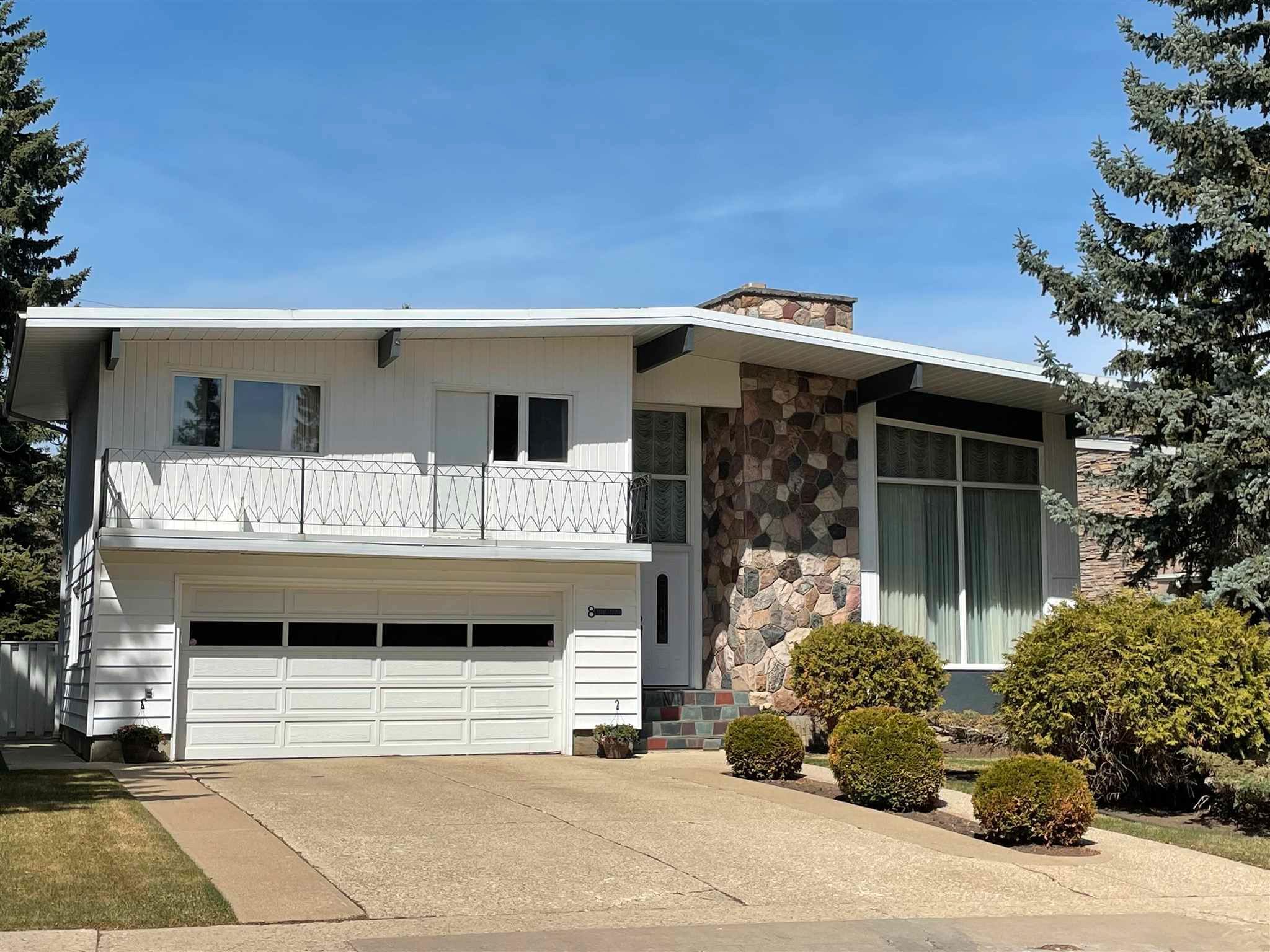 Main Photo: 8 VALLEYVIEW Crescent in Edmonton: Zone 10 House for sale : MLS®# E4249401