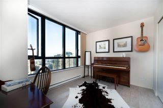 """Photo 5: 2802 909 MAINLAND Street in Vancouver: Yaletown Condo for sale in """"Yaletown Park II"""" (Vancouver West)  : MLS®# R2505728"""