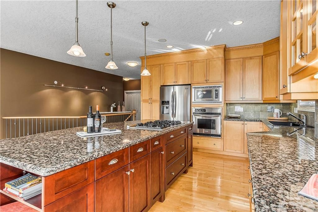Photo 15: Photos: 73 DISCOVERY WOODS Villa SW in Calgary: Discovery Ridge Semi Detached for sale : MLS®# C4218779