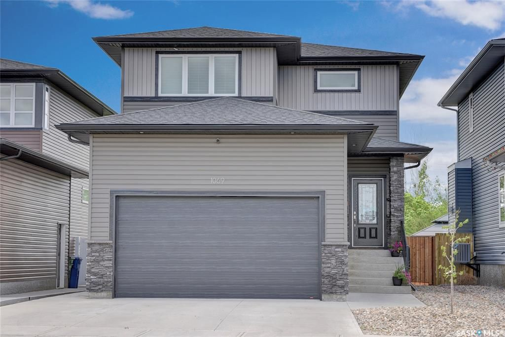 Main Photo: 1069 Maplewood Drive in Moose Jaw: VLA/Sunningdale Residential for sale : MLS®# SK860120