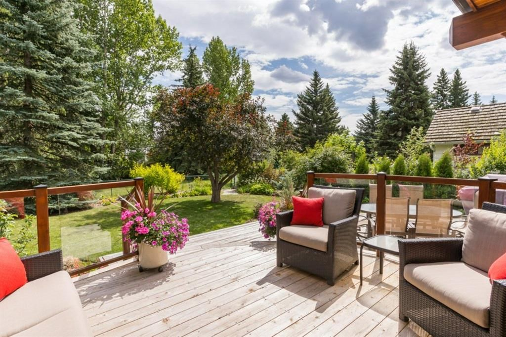 Main Photo: 6918 LEASIDE Drive SW in Calgary: Lakeview Detached for sale : MLS®# A1023720