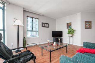 """Photo 8: 1906 888 HAMILTON Street in Vancouver: Downtown VW Condo for sale in """"ROSEDALE GARDEN"""" (Vancouver West)  : MLS®# R2542026"""