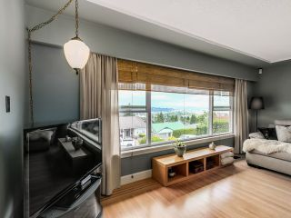 Photo 3: 910 SURREY ST in New Westminster: The Heights NW House for sale : MLS®# V1130286