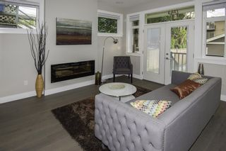 Photo 2: 1121 E 10TH Avenue in Vancouver: Mount Pleasant VE 1/2 Duplex for sale (Vancouver East)  : MLS®# R2207250