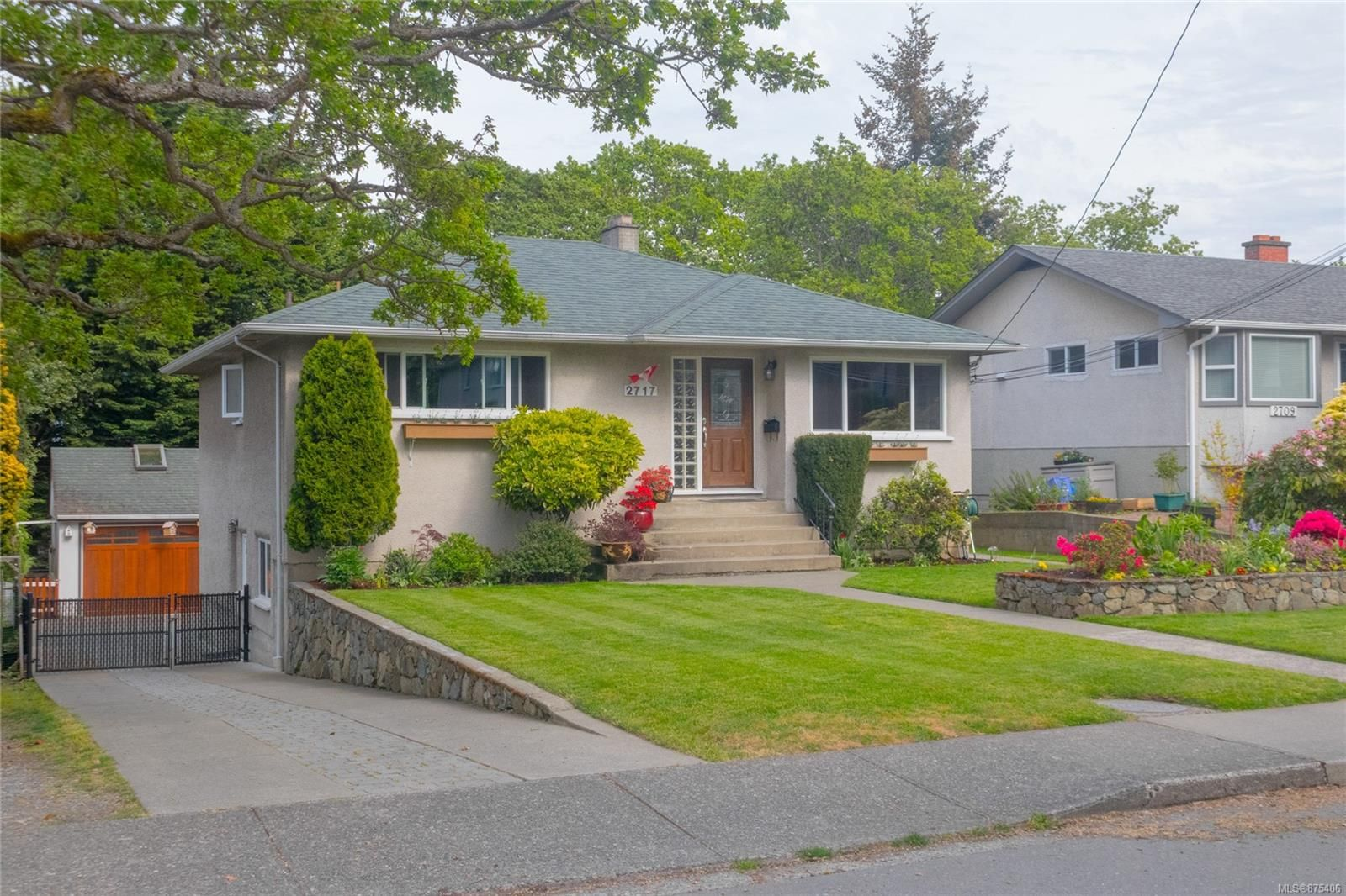 Main Photo: 2717 Roseberry Ave in : Vi Oaklands House for sale (Victoria)  : MLS®# 875406