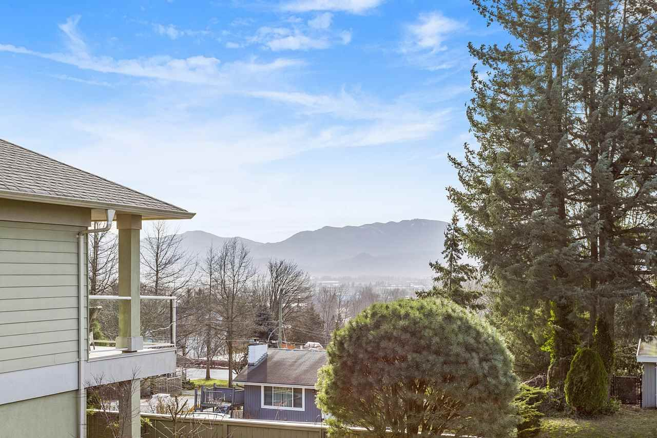 """Photo 13: Photos: 7 34159 FRASER Street in Abbotsford: Central Abbotsford Townhouse for sale in """"EMERALD PLACE"""" : MLS®# R2540229"""