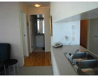 """Photo 5: 2209 438 SEYMOUR Street in Vancouver: Downtown VW Condo for sale in """"CONFERENCE PLAZA"""" (Vancouver West)  : MLS®# V669096"""