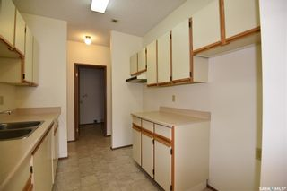 Photo 2: 102 102 Manor Drive in Nipawin: Residential for sale : MLS®# SK856376