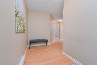 Photo 5: 203 606 Goldstream Ave in : La Langford Proper Condo for sale (Langford)  : MLS®# 871236