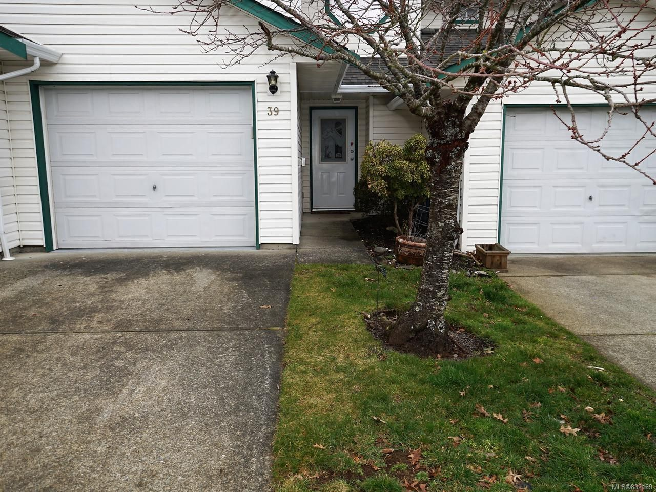 Main Photo: 39 2160 Hawk Dr in COURTENAY: CV Courtenay East Row/Townhouse for sale (Comox Valley)  : MLS®# 832169