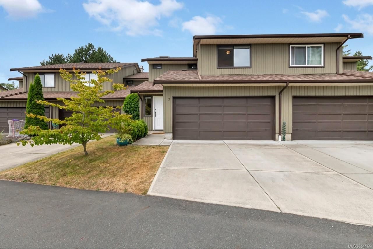 Main Photo: 7 7751 East Saanich Rd in Central Saanich: CS Saanichton Row/Townhouse for sale : MLS®# 854161