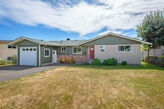 Photo 2: 2045 Beaufort Ave in : CV Comox (Town of) House for sale (Comox Valley)  : MLS®# 884580