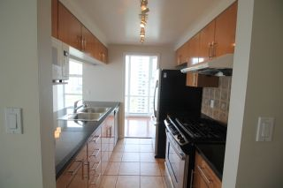 """Photo 9: 2006 1077 MARINASIDE Crescent in Vancouver: Yaletown Condo for sale in """"MARINASIDE RESORT"""" (Vancouver West)  : MLS®# R2074726"""