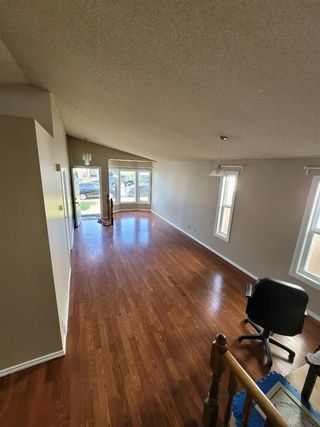 Photo 4: 51 whitworth Road NE in Calgary: Whitehorn Detached for sale : MLS®# A1128067