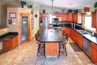 Photo 2: 37 10th Avenue Northeast in Swift Current: North East Residential for sale : MLS®# SK859956