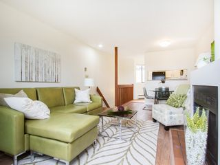 """Photo 7: 104 811 W 7TH Avenue in Vancouver: Fairview VW Townhouse for sale in """"WILLOW MEWS"""" (Vancouver West)  : MLS®# V1110537"""