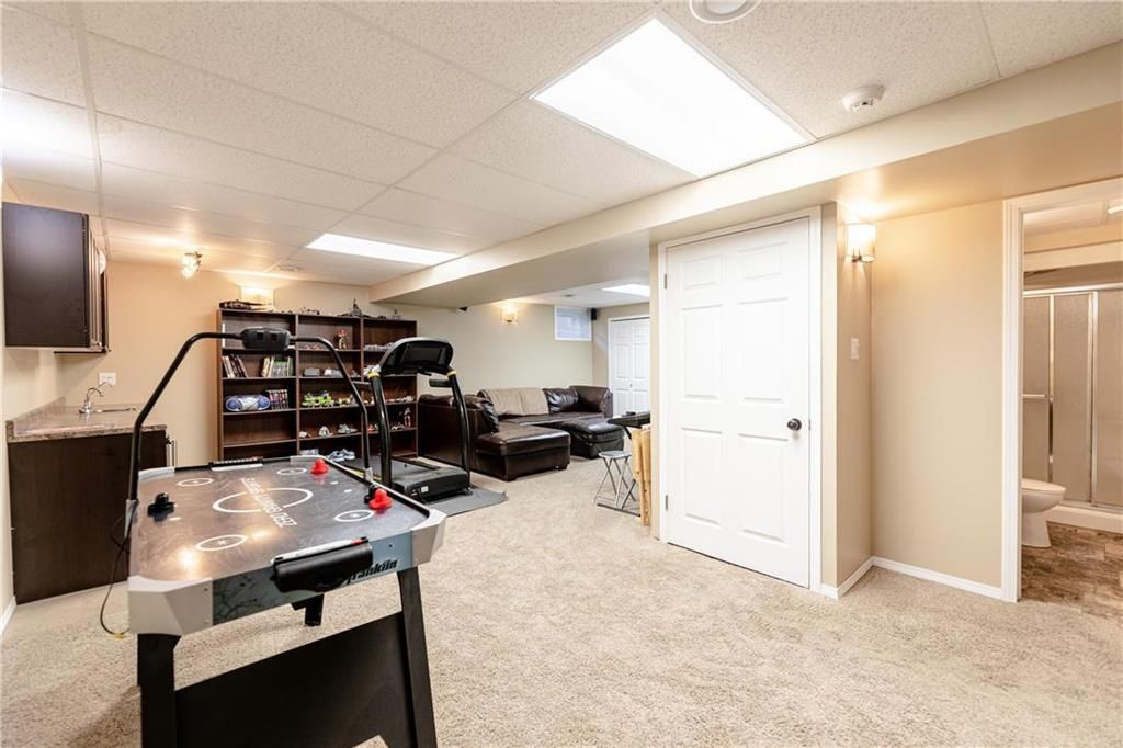 Photo 24: Photos: 20 PENROSE Crescent in Steinbach: R16 Residential for sale : MLS®# 202107867