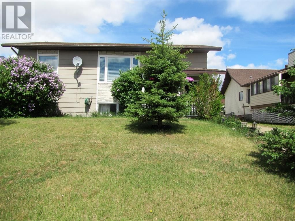 Main Photo: 11504-107 Avenue Close in Fairview: House for sale : MLS®# A1117303