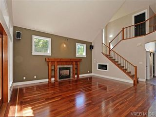 Photo 2: 108 Mills Cove in VICTORIA: VR Six Mile House for sale (View Royal)  : MLS®# 721999