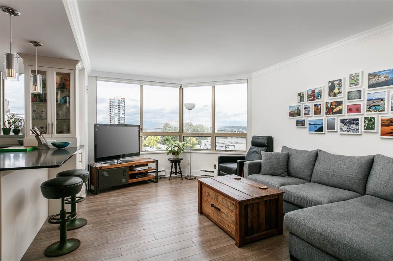 """Photo 5: Photos: 500 328 CLARKSON Street in New Westminster: Downtown NW Condo for sale in """"HIGHBOURNE TOWER"""" : MLS®# R2305428"""